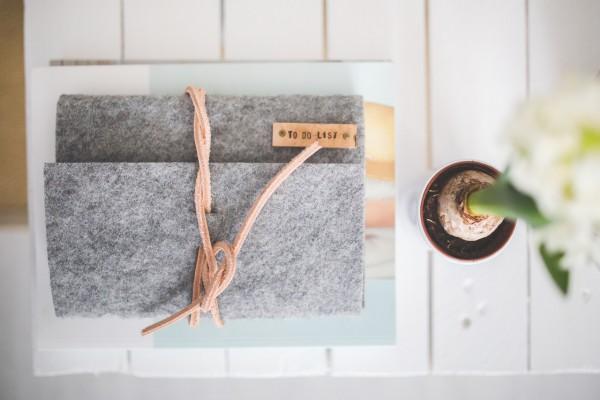 CC0-desk-notebook-office-grey