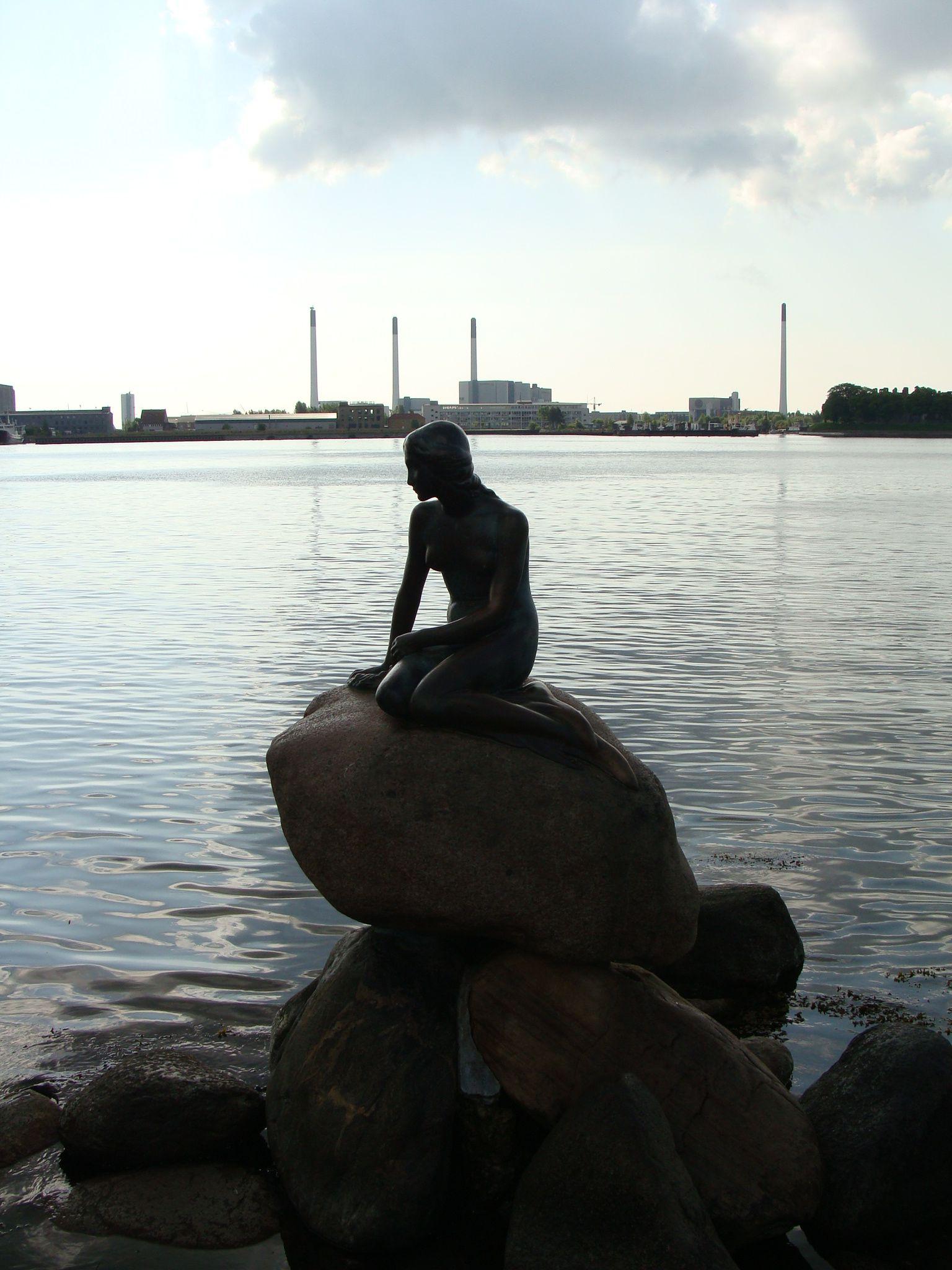 [PH] The statue of The Little Mermaid, Copenhagen, Denmark, 20080520