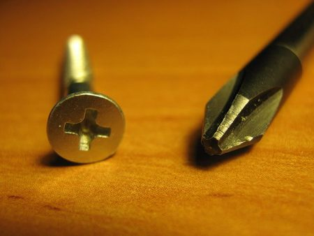 640px-PHILLIPS_screwdriver_and_screw